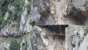 Vista de la pasarela de la Huertona, ya terminada