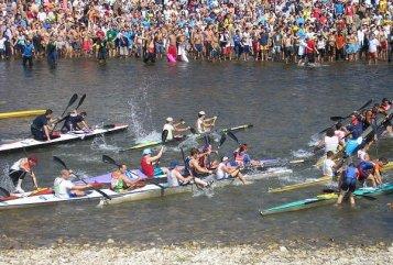 La Fiesta de las Piragüas, sale hacia Ribadesella